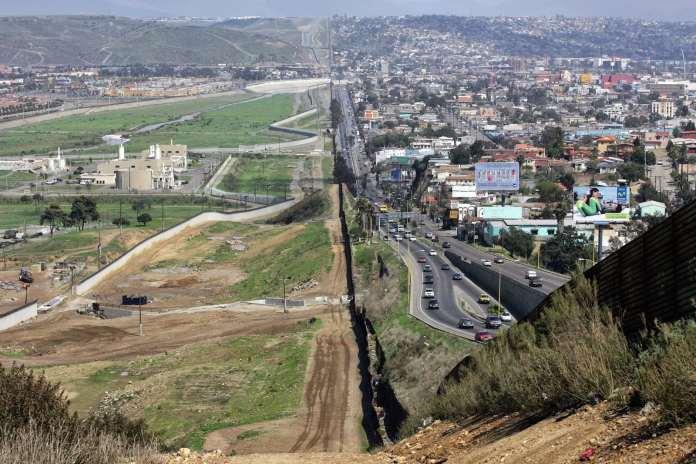 Il muro tra USA e Messico