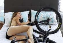 Paola Saulino e la bicicletta