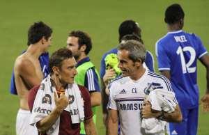 Francesco Totti, appresa la notizia, chiede a un avversario un passaggio per Cinecittà