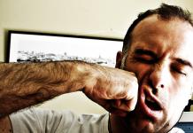 Dipendente presso se stesso aggredisce il proprio capo