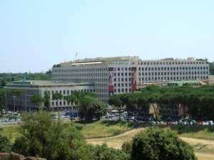 La sede del FAO, unico luogo al mondo in cui nessuno se la prende se dici che è tutto un magna magna
