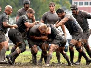 Un momento dell'incontro fra Di Maio, in basso al centro, e la nazionale italiana di rugby