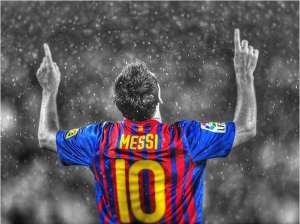 Lionel Messi si rivolge al cielo per esprimere la sua moderata soddisfazione per l'esito del sorteggio
