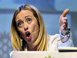 """Giorgia Meloni presenta il programma del suo partito. Qui mentre spiega il punto 1, anche detto """"Mavattel'a'pijàinder"""""""
