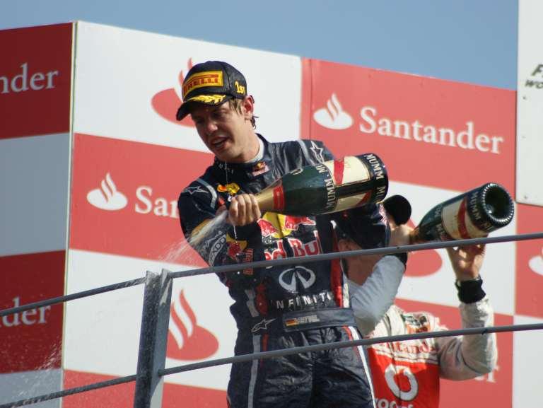 """F1, la Ferrari cambia passo. La gioia di Vettel: """"Hei, ma questo è un acceleratore"""""""