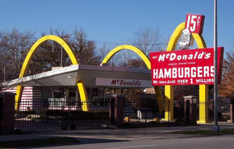 McDonald's presenta il nuovo menù vegano. Quando lo apri, esplode