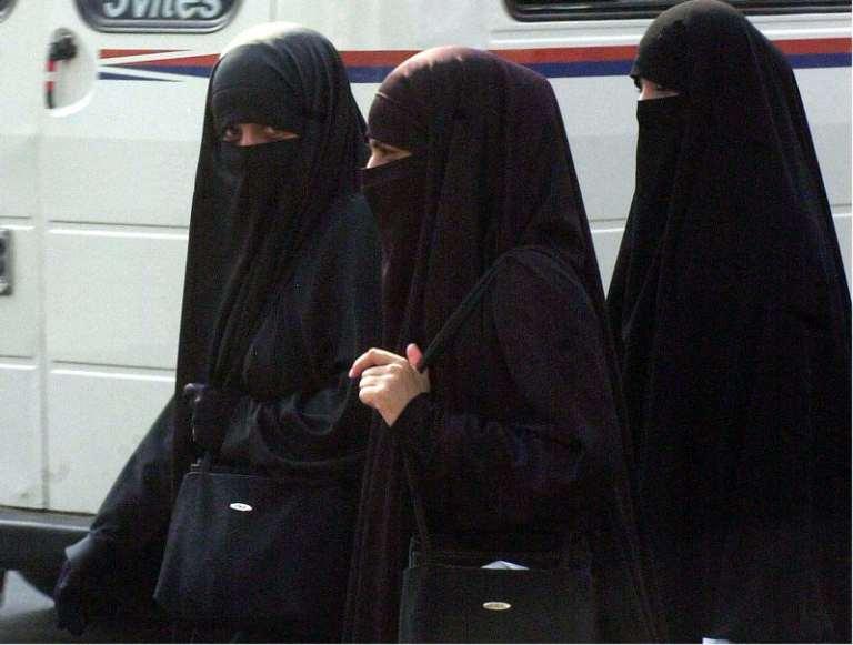Arabia Saudita, anche le donne potranno guidare. Unipol chiude la sede di Riyad